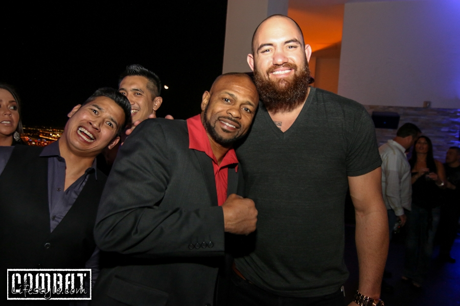 Roy Jones Jr and Travis Browne Photobombed By Asian Dude