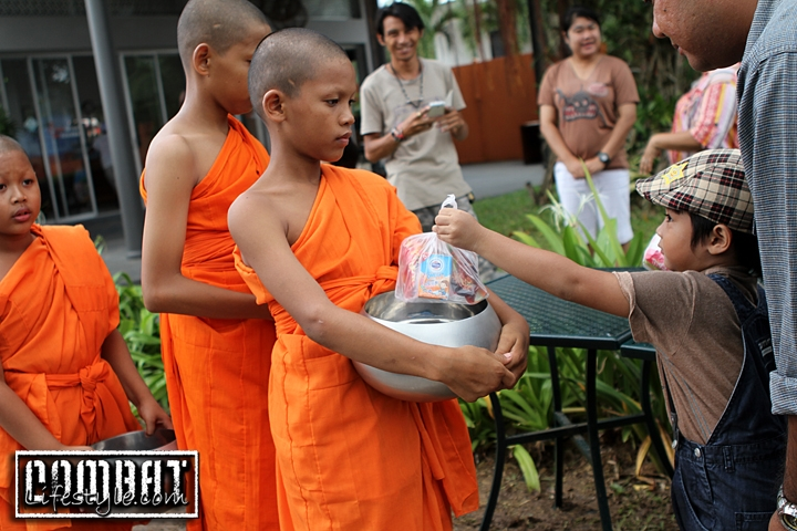 A Thai Tradition: offering the monks